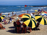 Beach Umbrellas and People on Playa el Emir in Summer, Punta del Este, Maldonado, Uruguay Photographie par Krzysztof Dydynski