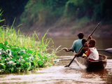 People Canoeing on River, East Sepik, Papua New Guinea Fotografie-Druck von Peter Hendrie