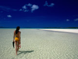 Woman Walking on Beach, Aitutaki, Southern Group, Cook Islands Fotografie-Druck von Peter Hendrie