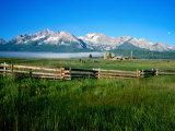 Arrow a Ranch and Sawtooth Mountains, Stanley, Idaho Reproduction photographique par Holger Leue