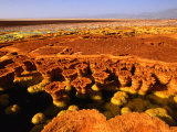 Encrusted Pool and Barren Landscape, 116M Below Sea Level, Dallol, Danakil Depression, Ethiopia Fotografie-Druck von Ariadne Van Zandbergen