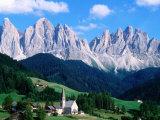 Santa Maddalena with Mt. Odle, Dolomites, Sciliar Natural Park, Trentino-Alto-Adige, Italy Fotografisk tryk af John Elk III