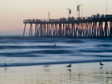 Pier at Sunset, Pismo Beach, California Fotografie-Druck von Brent Winebrenner