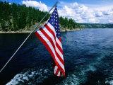 American Flag on Boat, Lake Coeur d'Alene, Coeur d'Alene, Idaho Fotografie-Druck von Holger Leue