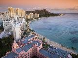 Waikiki Beach with Royal Hawaiian Hotel and Diamond Head at Sunset, Oahu, Hawaii Fotografie-Druck von John Elk III