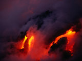 Lava Flowing into the Ocean from Puu Oo Vent, Mt. Kilauea, Hawaii Volcanoes National Park, Hawaii Fotografiskt tryck av Mark Newman