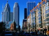 Flatitron Building Overshadowed by Skyscrapers, Toronto, Canada Fotografie-Druck von Glenn Van Der Knijff