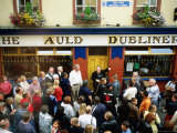 Irish Music Pub Crawl, The Auld Dubliner, Temple Bar, Ireland Photographic Print by Holger Leue