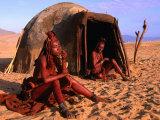 Himba Women in Front of Traditional Hut, Kaokoveld, Kunene, Namibia Fotografie-Druck von Ariadne Van Zandbergen