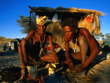 Kalahri Bushmen Cooking on Fire Outside Their Grass Homestead, South Africa Fotografie-Druck von Ariadne Van Zandbergen
