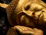 Sleeping Buddha Head with Frangipani Petals in Open Palm, Luang Prabang, Laos Fotografisk tryk af Anthony Plummer