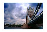 Towering Tower Bridge, London, UK Impressão fotográfica por George Oze