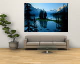 Scenic View of the Lake Surrounded by Evergreens and Snow-Capped Mountains Mural por Gehman, Raymond