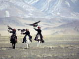 Eagle Hunters Dalai Khan, Takhuu Grandfather, Son Kook Kook, Golden Eagle Festival, Mongolia Fotodruck von Amos Nachoum