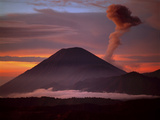Mt. Semeru Emits Plume of Smoke at Sunrise, Indonesia Stampa fotografica di Jim Zuckerman