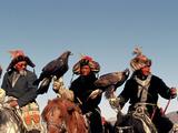Hunters from Sagsai Sum, Bechik, Tek and Khalbek, Golden Eagle Festival, Mongolia Fotodruck von Amos Nachoum