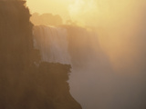 Mist Over Victoria Falls at Sunrise, Zimbabwe Lmina fotogrfica por Jim Zuckerman