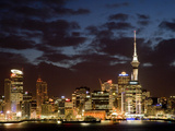 Auckland Cbd, Skytower and Waitemata Harbor, North Island, New Zealand Fotografisk tryk af David Wall
