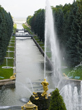 Samson Fountain at Peterhof, Royal Palace Founded by Tsar Peter the Great, St. Petersburg, Russia Lámina fotográfica por Nancy & Steve Ross
