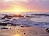 Plage avec des rochers au coucher de soleil sur l'océan pacifique San Diego, Californie, États-Unis Papier Photo par Christopher Talbot Frank