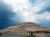 Great Pyramid of the Sun at Teotihuacan Aztec Ruins, Mexico Photographie par Russell Gordon