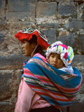 Mother Carries Her Child in Sling, Cusco, Peru Fotografie-Druck von Jim Zuckerman