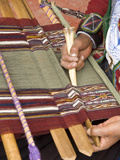 Woman in Traditional Dress, Weaving with Backstrap Loom, Chinchero, Cuzco, Peru Lmina fotogrfica por John & Lisa Merrill