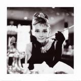 Audrey Hepburn in Frühstück bei Tiffany Kunstdruck