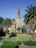 Christuskirche (Lutheran Christian Church) and Parliament Gardens, Windhoek, Namibia, Africa Fotografisk tryk af Gavin Hellier