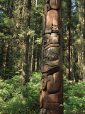 Totem, Sitka, Alaska, USA Photographic Print by Gavin Hellier
