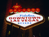 Welcome to Las Vegas Sign at Night, Las Vegas, Nevada, USA Lámina fotográfica por Gavin Hellier