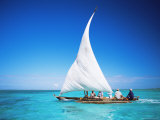 Outrigger Canoe with Sail on Indian Ocean, off Jambiani, Zanzibar, Tanzania, East Africa, Africa Fotografisk tryk af Lee Frost
