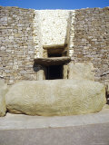 Neolithic Site, Newgrange, County Meath, Ireland, Eire Photographie par Michael Jenner