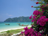 Boats Moored off Beach of Phi Phi Don Island, off Phuket, Thailand Reproduction photographique par Ruth Tomlinson