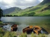 Boats on the Lake, Buttermere, Lake District National Park, Cumbria, England, UK Fotografisk tryk af Roy Rainford