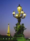 The Eiffel Tower from the Pont Alexandre III (Bridge), Paris, France, Europe Fotografisk tryk af Roy Rainford
