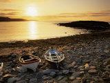 Boats on Norwick Beach at Sunrise, Unst, Shetland Islands, Scotland, United Kingdom, Europe Reproduction photographique par Patrick Dieudonne