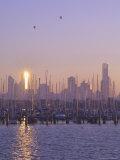 St. Kilda Harbour and Melbourne Skyline, Melbourne, Victoria, Australia, Pacific Fotografisk tryk af Jochen Schlenker