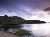 Ardwreck Castle and Loch Assynt, Highlands, Scotland, United Kingdom, Europe Lámina fotográfica por Patrick Dieudonne
