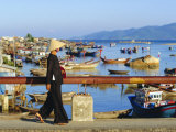 Woman on Xom Bong Bridge, Nha Trang, Vietnam, Asia Photographie par Robert Francis