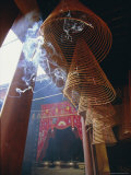 Huge Incense Spirals Which Burn for Hours, Phung Son Tu Pagoda, Ho Chi Minh City (Saigon), Vietnam Photographie par Robert Francis