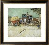Les roulottes, campement de bohémiens aux environs d'Arles Reproduction giclée encadrée par Vincent van Gogh