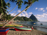 Fishing Boats at Soufriere with the Pitons in the Background, West Indies, Caribbean Lámina fotográfica por Yadid Levy