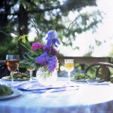 Table with Salad, Cider and Flowers, Washington State, USA Fotografisk tryk af Aaron McCoy