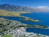 Aerial View Over Resort of Queenstown, New Zealand, Australasia Photographie par Robert Francis