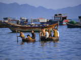 Fishermen Coming Ashore in Thung Chais (Basket Boats), Cau Dau, Near Nha Trang, Vietnam, Indochina Photographie par Robert Francis