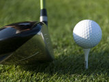 Close View of a Driver Before Hitting a Golf Ball on a Tee, Groton, Connecticut Fotografisk tryk af Todd Gipstein