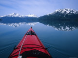 Exploring in a Sea Kayak a Calm Bay Off the Prince William Sound, Alaska Papier Photo par Bill Hatcher