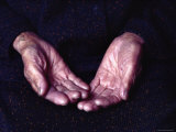 Close-Up of an Old Woman's Hands, Japan Fotografisk tryk af Sam Abell