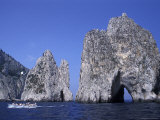 Faraglioni Rocks with a Boat in the Bay of Naples at Capri Island in Italy Photographie par Richard Nowitz